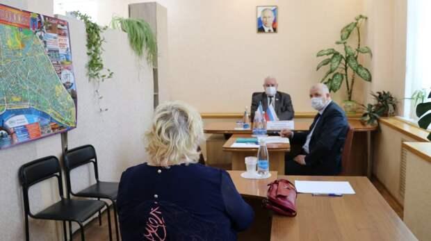 Выездной прием граждан в Феодосии провел депутат  Государственного Совета Республики Крым Валерий Аксенов