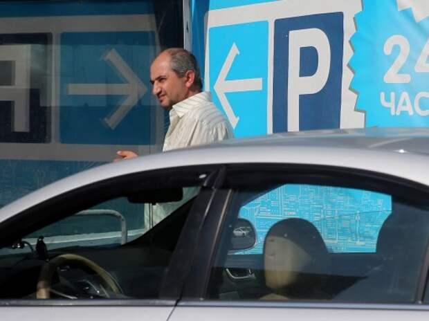 В Санкт-Петербурге устанавливают терминалы для первой зоны платной парковки