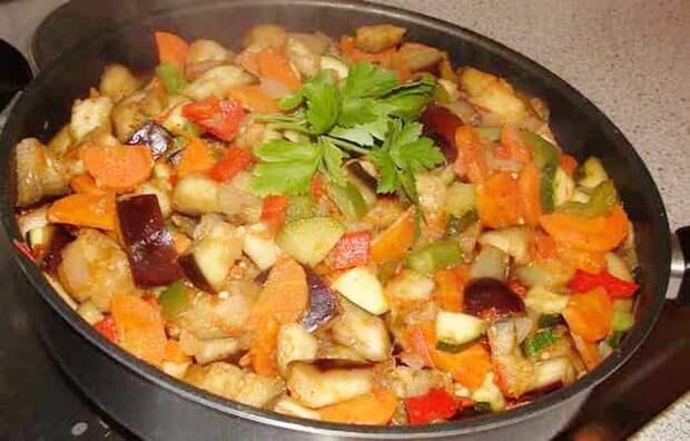 """Овощное рагу с кабачками, картошкой, капустой, баклажанами - даже соседка """"приползла"""" на запахи Рецепт, Рагу, Кулинария, Видео рецепт, Видео, Длиннопост"""