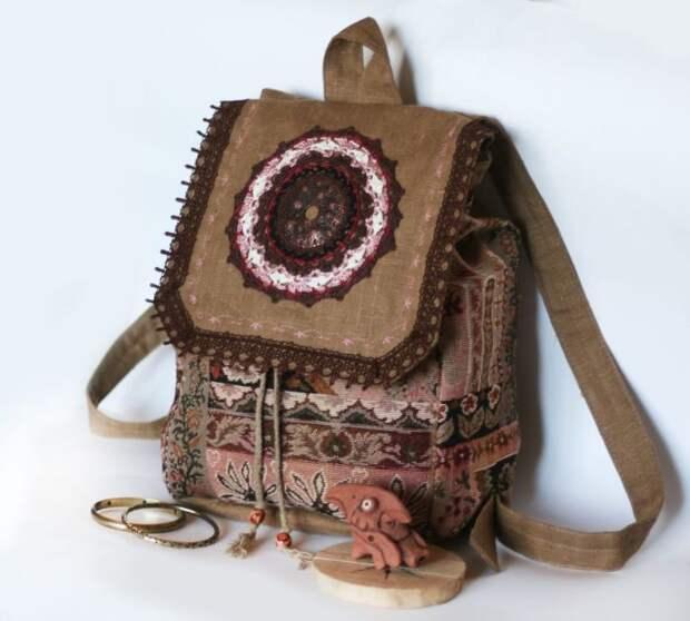 Ручки рюкзака можно сделать из тонкого ремешка или из основной ткани. /Фото: i.pinimg.com