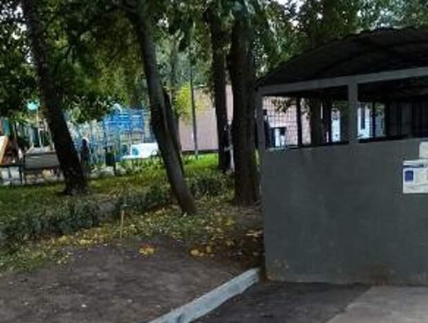 Во дворе дома на Алтуфьевском установили бордюр