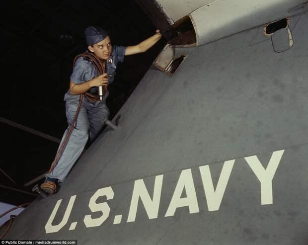 Lorena Craig is a cowler under civil service at the Naval Air Base, Corpus Christi, Texas