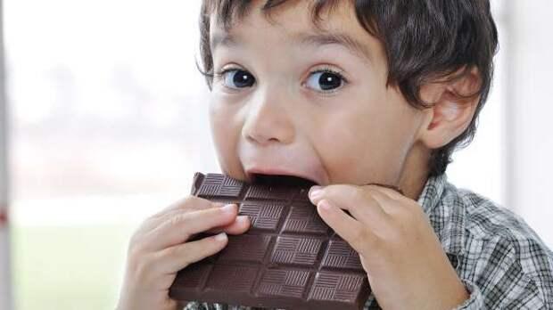 Сладкоежки по всему миру сегодня отмечают день шоколада.
