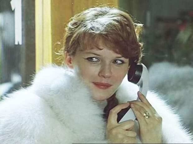 Почему звезда «Чародеев» ушла из кино: Перевоплощение великолепной Александры Яковлевой
