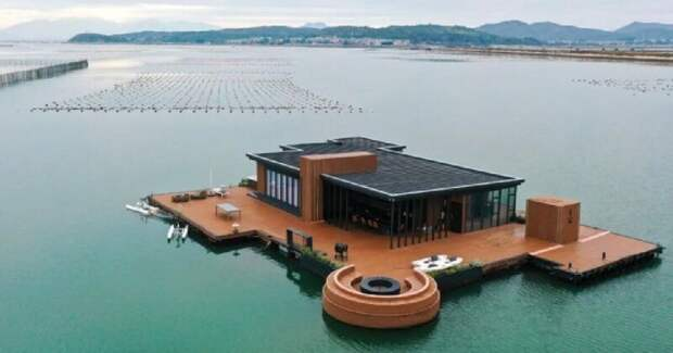 Китаец построил морской плавучий дом площадью 56 квадратных метров
