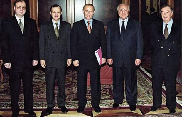 20 лет спустив. Владислав Иноземцев о том, какой могла бы стать Россия без Путина за два десятилетия