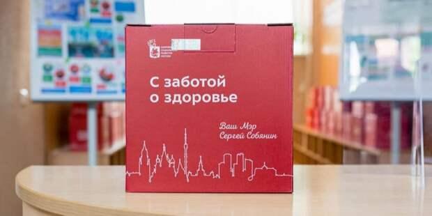 Москва увеличит число пунктов выдачи наборов «С заботой о здоровье» для вакцинированных пенсионеров Акция проходит до 1 октября. Фото: Пресс-служба Департамента труда и социальной защиты населения города Москвы