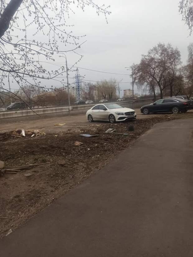 Парковка на Шереметьевской останется – управа