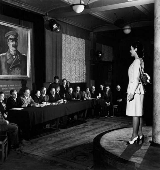 Комиссия по приёму новых моделей одежды. 1947 история, мгновения жизни, фотография