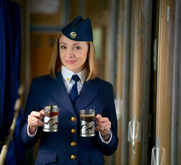 Проводница поезда рассказала по секрету, почему в 90-е клали пассажирам в чай соду.