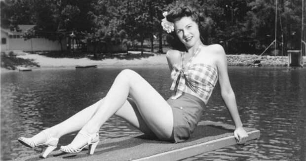 Фотографии девушек 40‑х годов в коротких топах и шортах