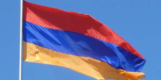Президента Армении призвали подписать указ об отставке главы Генштаба