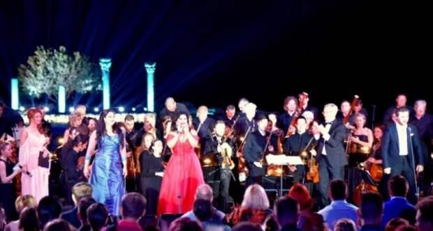 В базу «Миротворец» внесены звезды мировой оперы за выступление в Севастополе