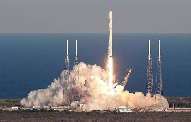 Запуск ракеты Falcon 9 AP Photo/John Raoux