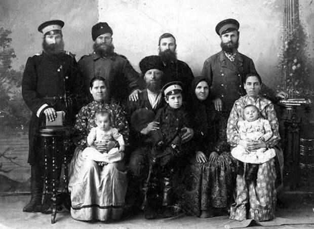 Групповой брак у донских казаков: зачем они жили «шведскими семьями»