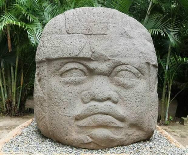 Голова ольмека из Ла-Венты,Табаско, Мексика. \ Фото: yandex.ua.