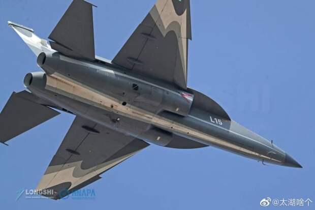 Сотрудничество и развитие: учебно-боевой самолёт Hongdu L-15B (Китай)