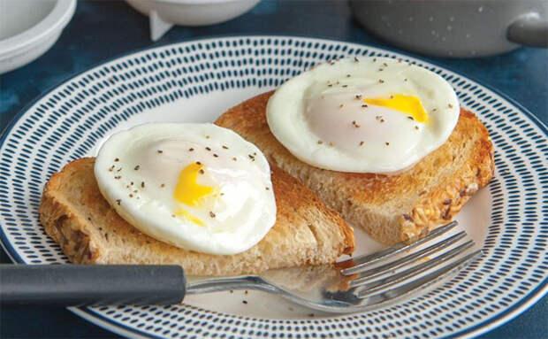 Ставим яйца в микроволновку: все виды яичниц за секунды