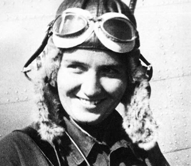 Марина Раскова лично обратилась в ЦК ВКП(б) с просьбой разрешить ей сформировать женский авиационный полк