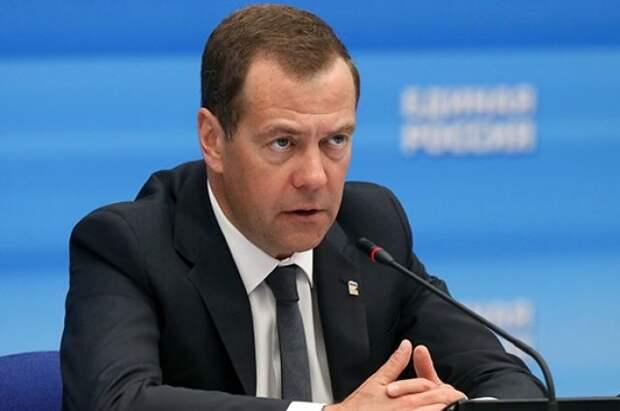 Медведев перечислил плюсы четырёхдневной рабочей недели