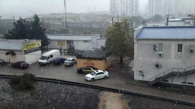 Власти Крыма объявили штормовое предупреждение