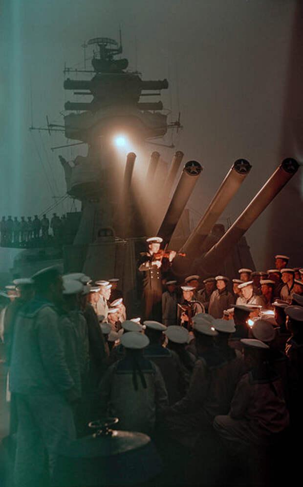 "Музыка -- это сила. Легкий крейсер ""Калинин"", Тихий океан. 1955 год."