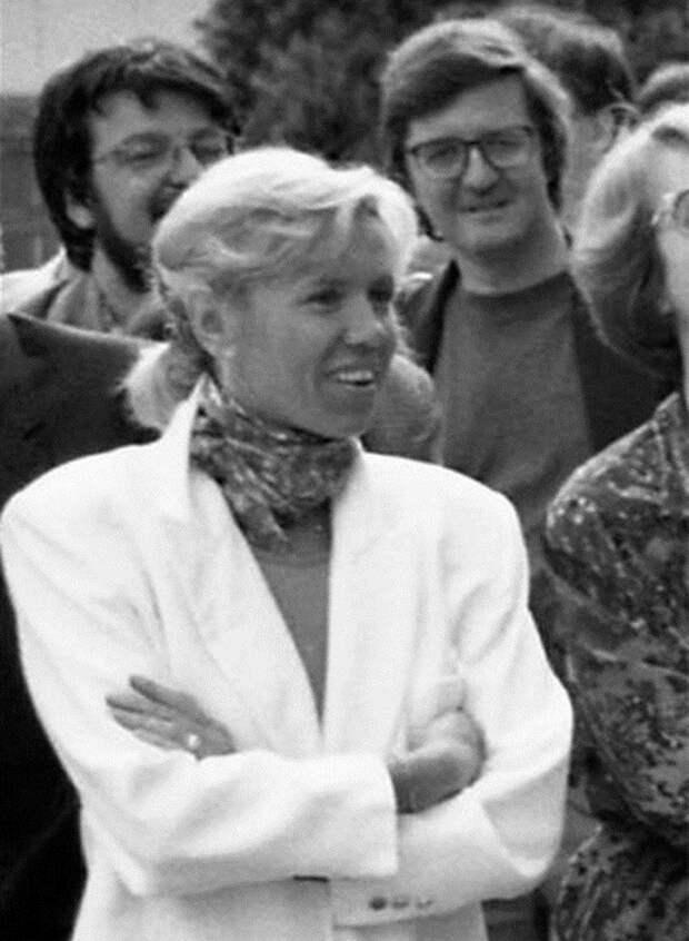 Как выглядела жена президента Франции в молодости
