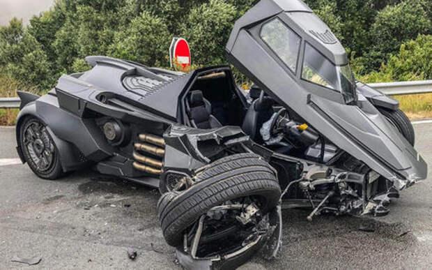 Это фантастика! «Бэтмобиль» протаранил Renault