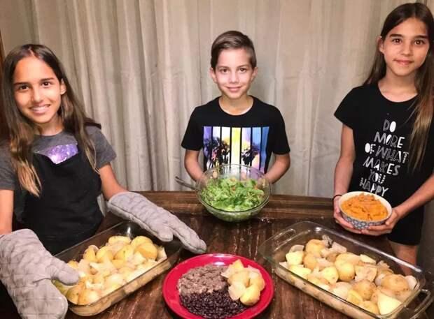 Неголод, аздоровое питание! Пользователи соцсетей обеспокоены, чем «октомама» кормит своих 14 детей