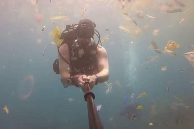 Британский дайвер окунулся в океан мусора. Он считает, что скоро все океаны мира будут выглядеть точно также