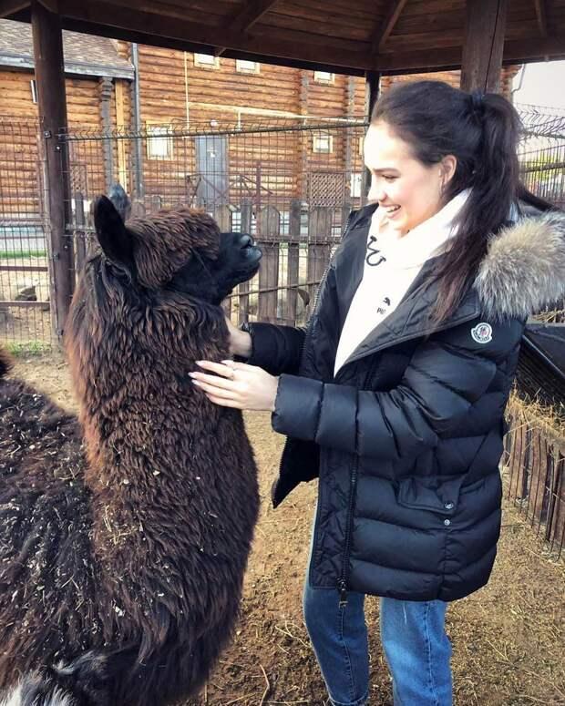 Олимпийская чемпионка Алина Загитова усыновила криа в зоопарке Ижевска