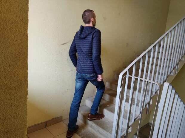 Научил родителей легко подниматься по лестнице. Теперь они доходят до своего этажа без остановок и отдышки.