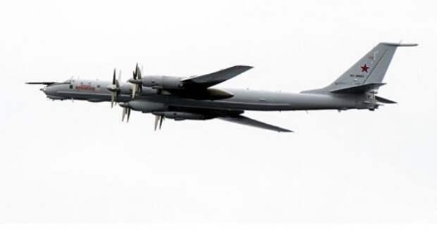 Российский Ту-142 пролетел над кораблями НАТО на малой высоте