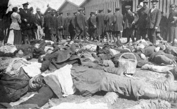 Тела погибших в давке на Ходынском поле 30 мая 1896 г.|Фото: http://sadalskij.livejournal.com/747332.html