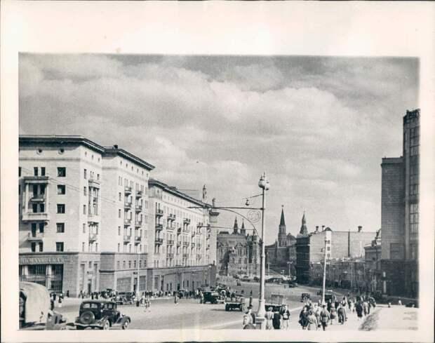 1945. Москва, улица Горького