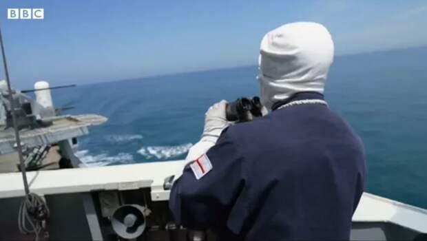 Крым. Зачем британские моряки на эсминце «Дефендер» надели белые балаклавы и перчатки, когда нужны были только белые тапочки