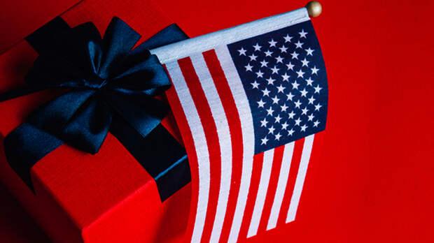 Бойтесь президентов, дары приносящих: Страшный сигнал зашифрован в подарках Байдена Путину