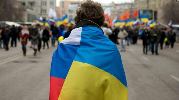 Я родился и вырос в Крыму, где проживаю и по сей день ...
