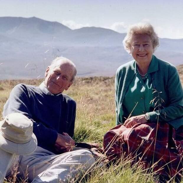 Королева Елизавета II поблагодарила всех за поддержку после смерти принца Филиппа