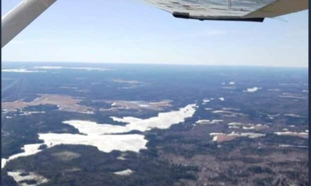 ВАрхангельской области специалисты Единого лесопожарного центра проверили наличие снега влесах