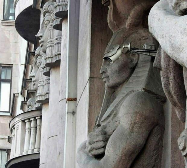 Фараон и современные технологии.   Фото: Picdeer.