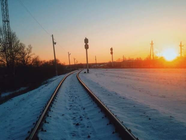 Загоревшийся в Удмуртии электровоз, рост тарифов на тепло и электроэнергию в России и сроки окончания пандемии: что произошло минувшей ночью