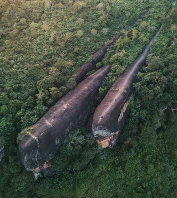 Скалы-киты в Таиланде.
