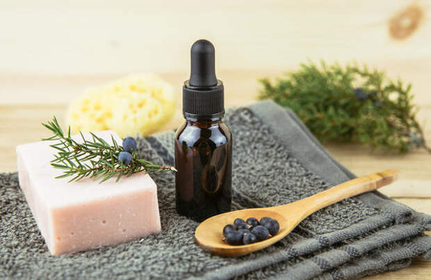 Эфирное масло можжевельника обладает сильным антисептическим действием