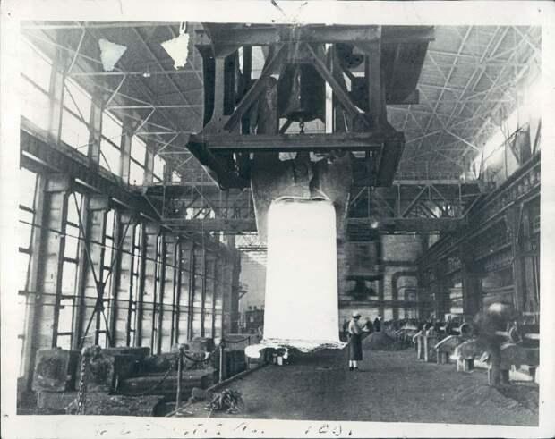 1940. Запорожье, Украина. На сталелитейном заводе