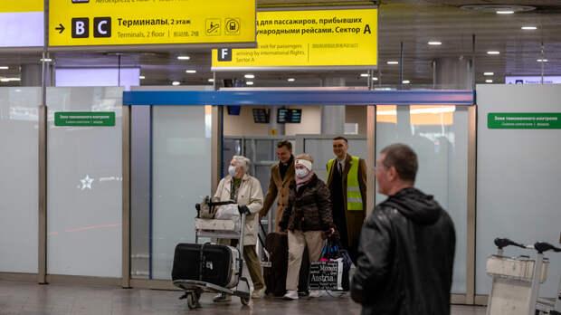 Россия закрыта, что делать? Оставшимся за границей туристам пообещали помочь без вывоза