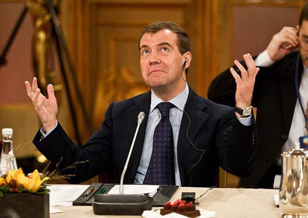 Дмитрий Медведев рассказал о причинах бедности граждан в России
