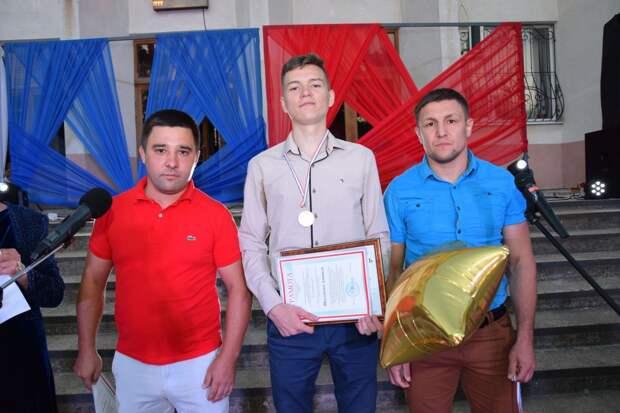Свидетельство об окончании «Красногвардейская СШ им. И.В.Стаценко» получили 22 выпускника