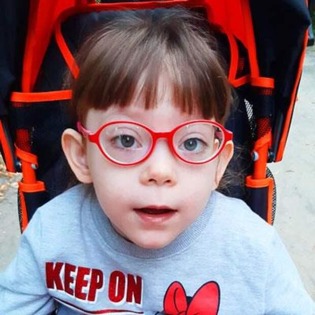 Вика Логинова, 7 лет, детский церебральный паралич, требуется лечение, 197498₽