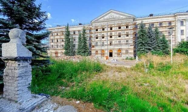Исторический облик здания будет сохранен: Александр Цыбульский прокомментировал начало ремонта бывшего штаба 10-й армии ПВО